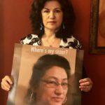 روشان عباس ترفع صورة لشقيقتها جولشان عباس في صورة نشرت على وسائل التواصل الاجتماعي في فبراير. 12، 2019. بإذن من روشان عباس